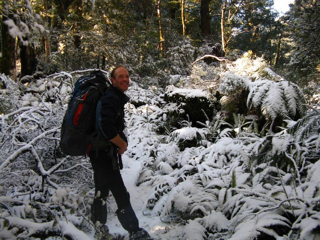 Bernie Smithyman enjoys the snow near Heritage Lodge in the Ruahines (Photo: Mike McGavin)