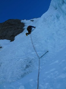 Bruno leads the first pitch of the couloir (photo by Yibai He)