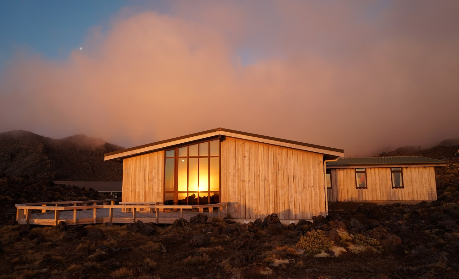 WTMC Ruapehu Lodge in sunset (Sumudu Jayalath)
