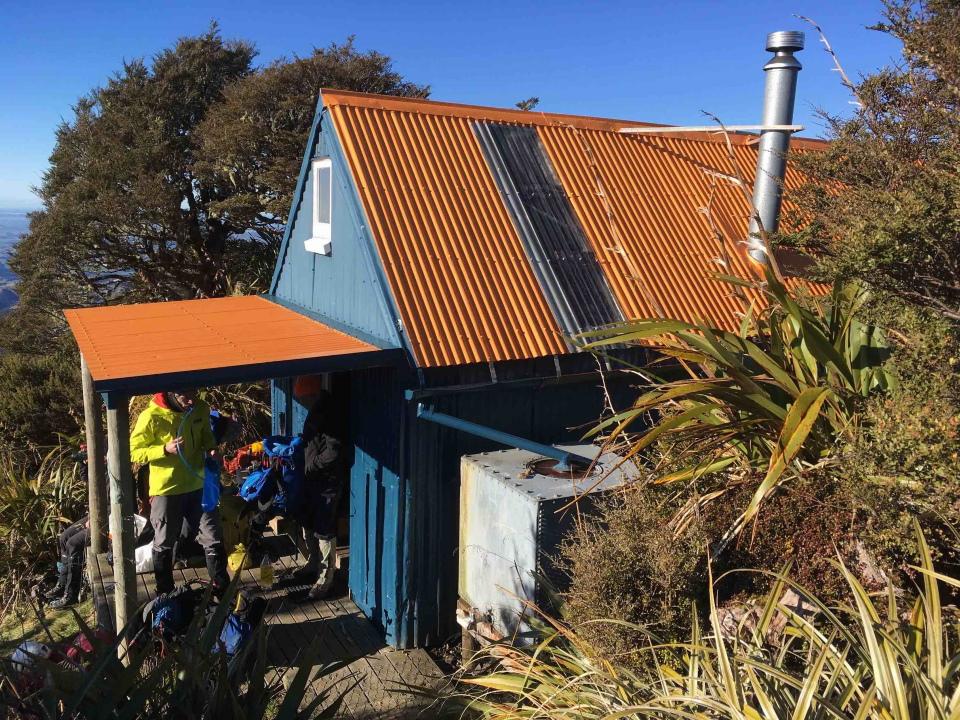 Rest stop at Howlett's hut